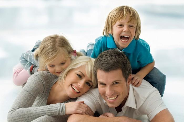 Миті радості сім'я