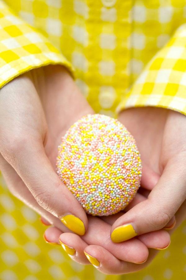 Украшение пасхальных яиц. Кондитерская присыпка