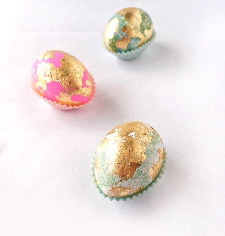 Украшение пасхальных яиц. Кусочки фольги