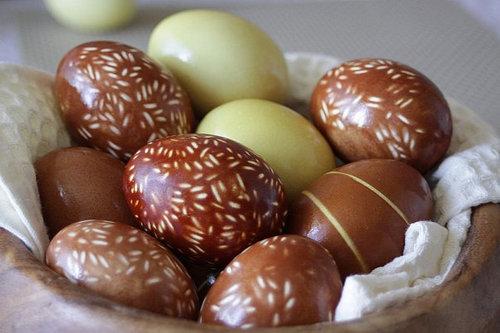 Украшение пасхальных яиц. Рисовые и гречневые «узоры»