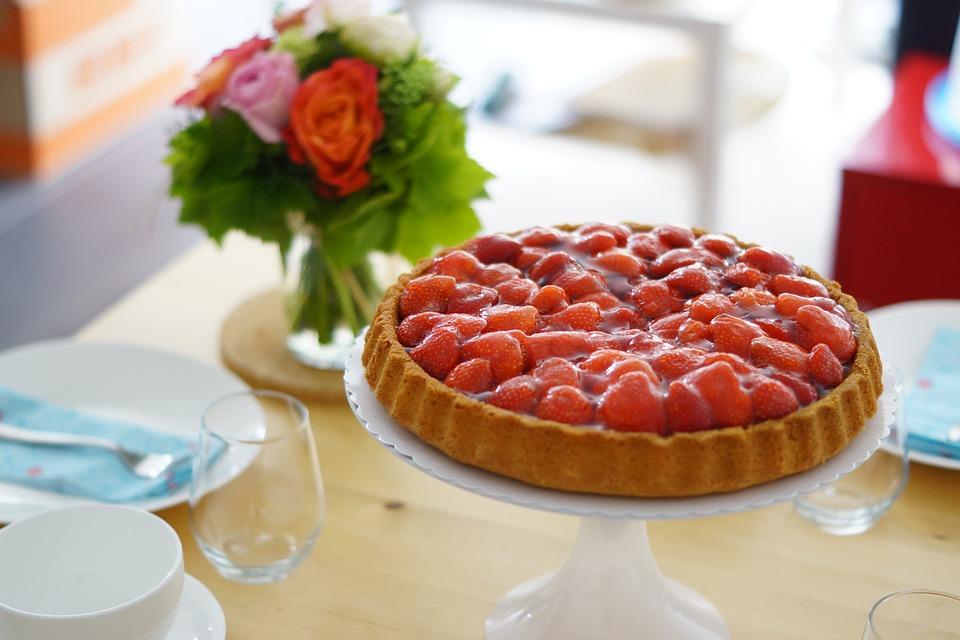 Французький пиріг з полуницею