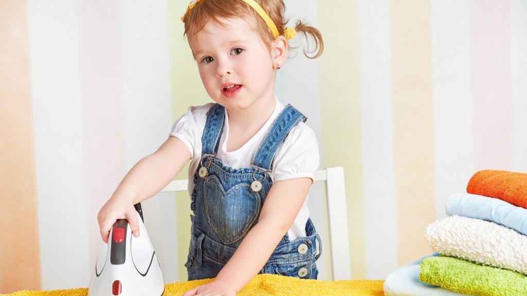 как нгаучить детей помогать
