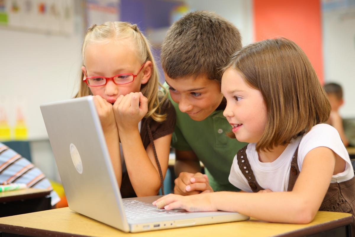 Плюси і мінуси соціальних мереж для дітей