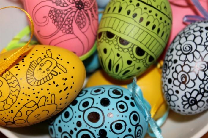 Украшение пасхальных яиц. Маркер или фломастеры