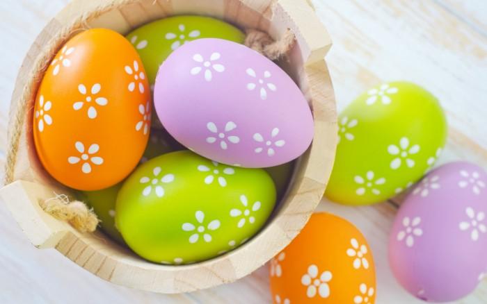 Украшение пасхальных яиц. Акварельные краски