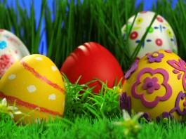Украшаем пасхальные яйца с детьми