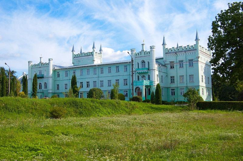 Замок. Білокриниця