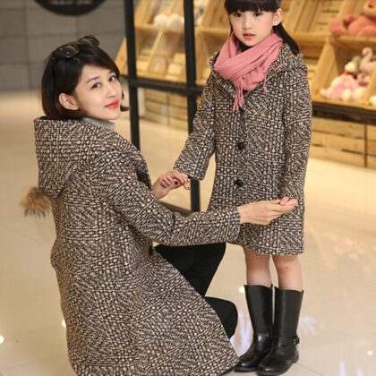 однаковий одяг фотосесія мама і дочка