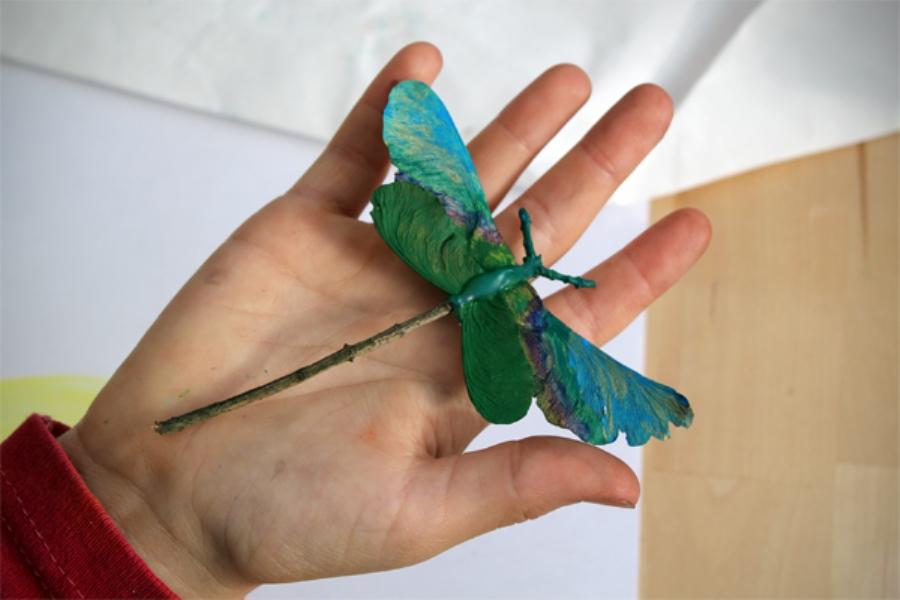 Стрекоза из природного материала своими руками фото