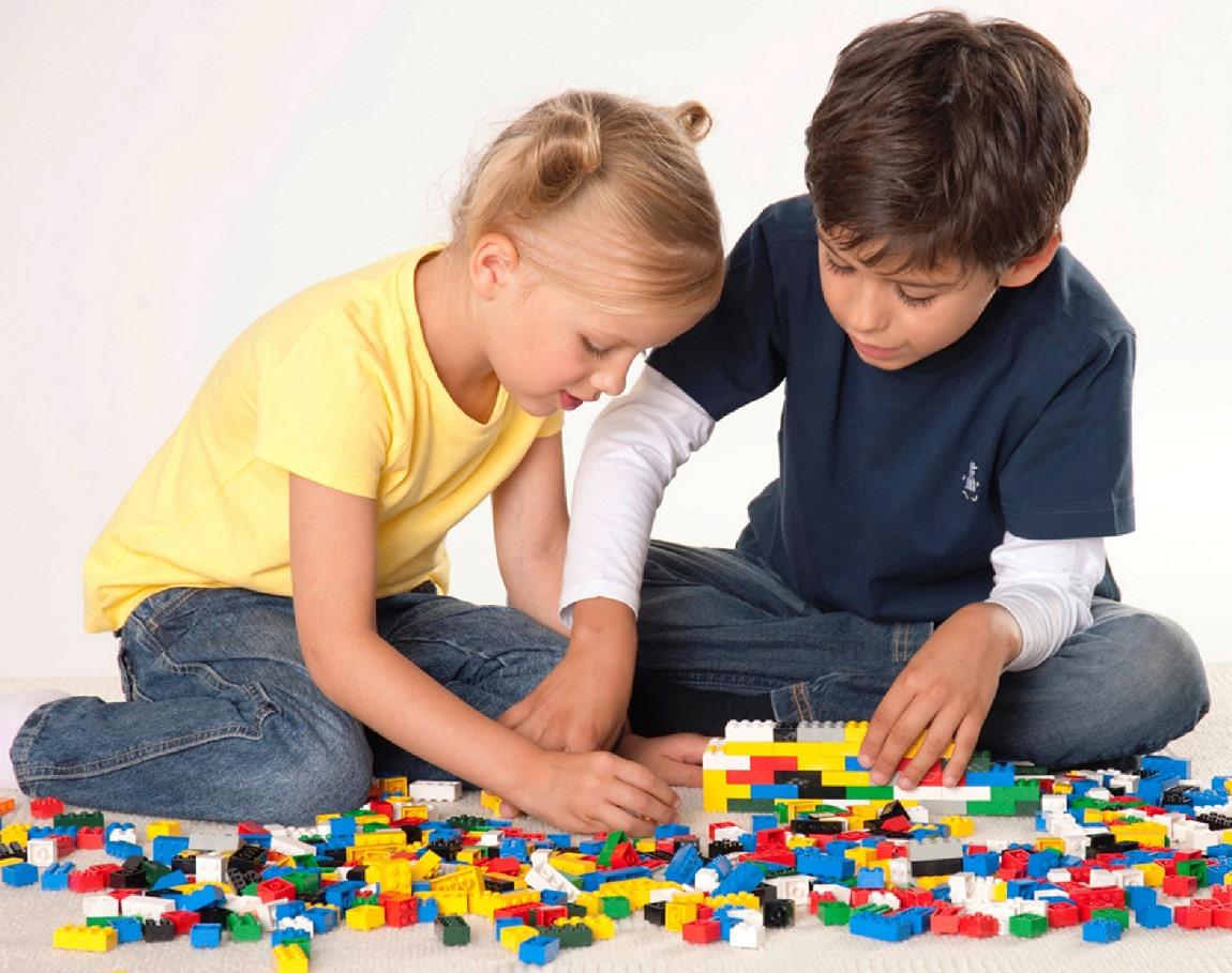 что дарить креативным малышам
