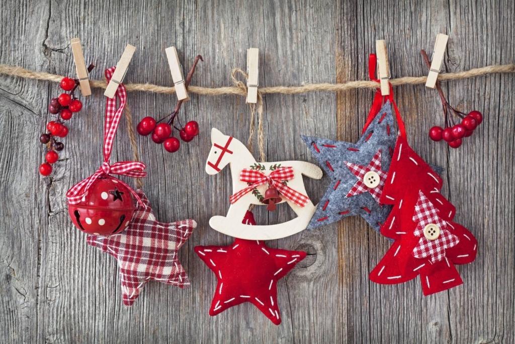 новорічні іграшки на ялинку своїми руками з тканини
